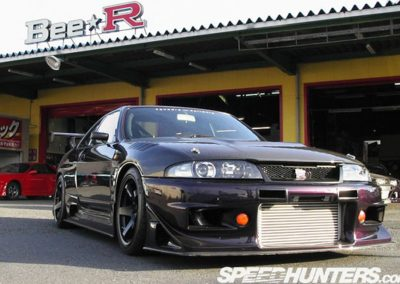 Bee-Racing BCNR33 GTR with many Carbon Fiber body parts